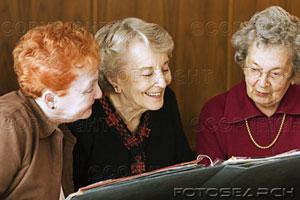 Seniors-reminiscing-over_~1787395
